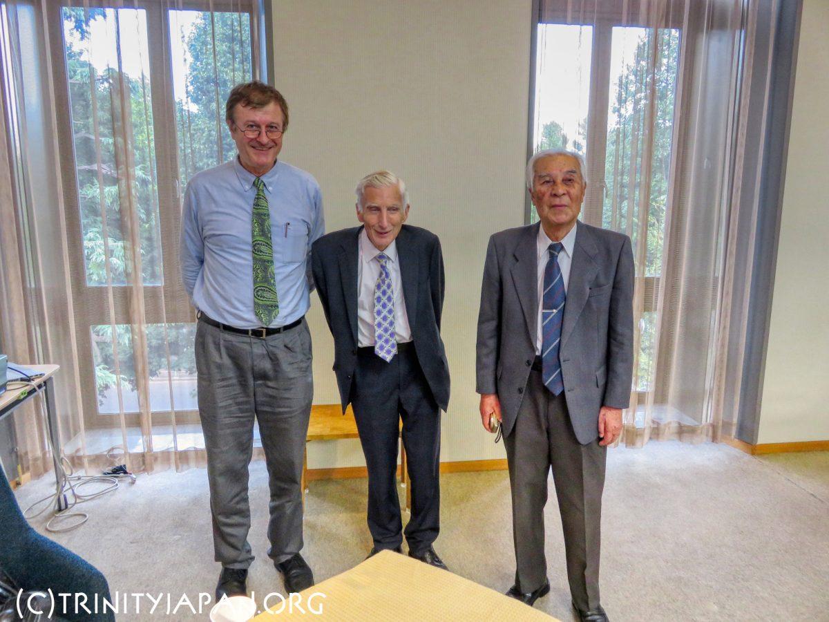 柴田賢氏(Trinity 1960)、ラドローのリース男爵マーティン・リース、ゲルハルト・ファーソル(右から)